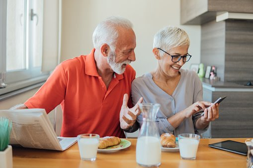 How to Use Omnichannel Tactics to Connect with Seniors